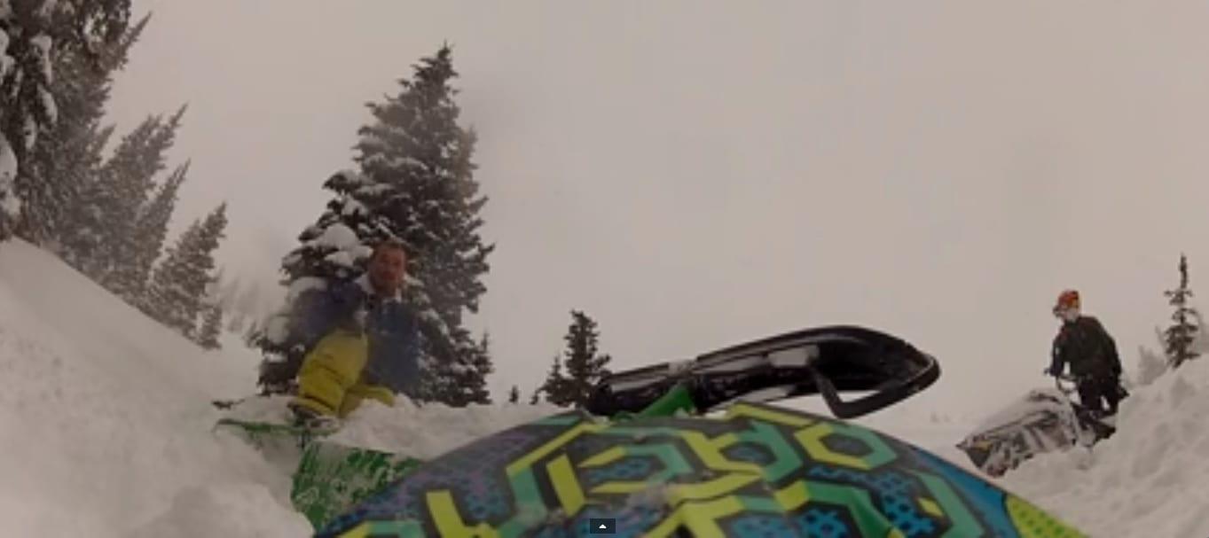 [Vidéo] Pris dans une avalanche