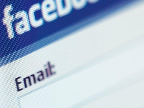 Facebook redirige ces courriels directement dans votre boîte mail