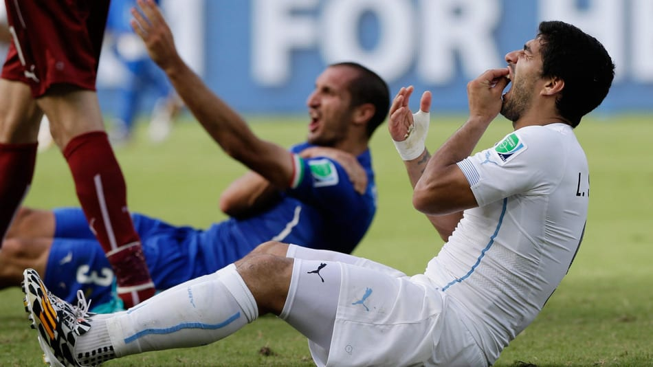 [Diaporama] Mondial 2014 : Suarez le «serial biter»