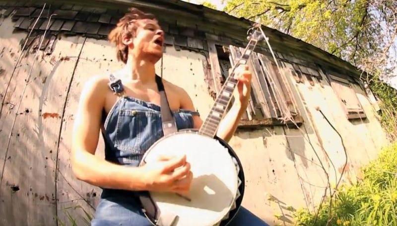 [Vidéo] Le hard rock, ça marche aussi au banjo