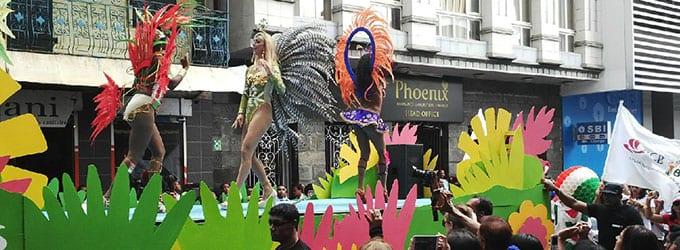 [Vidéo] La samba brésilienne fait vibrer Port-Louis