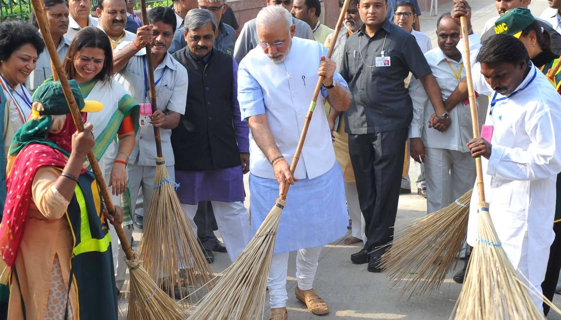 Modi ordonne aux ministres et fonctionnaires de nettoyer bureaux et WC
