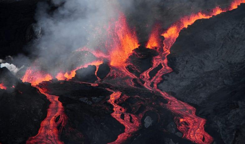 [Vidéo] L'éruption du Piton de la Fournaise vue du ciel
