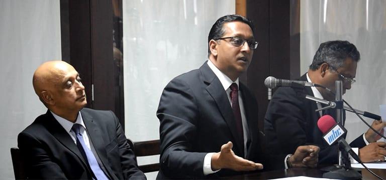 [Vidéo] Bhadain ressort «très, très satisfait» de sa séance d'explication au Bar Council