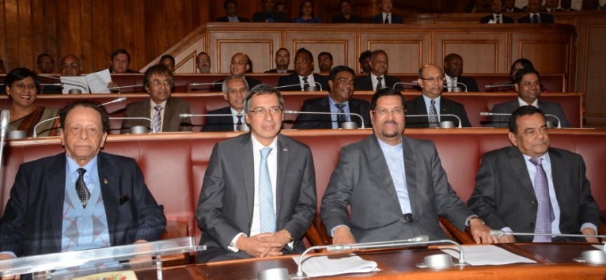 le front bench du gouvernement au Parlement, lors de la presentation ldu Budget 2016-2017, le 29 juillet: sir Anerood Jugnauth (SAJ), Premier ministre, Xavier Duval, Deputy Prime ministre, et les vice-Premier ministers Showkutally Soodhun et Ivan Collendavelloo. Photo: Government Information Service