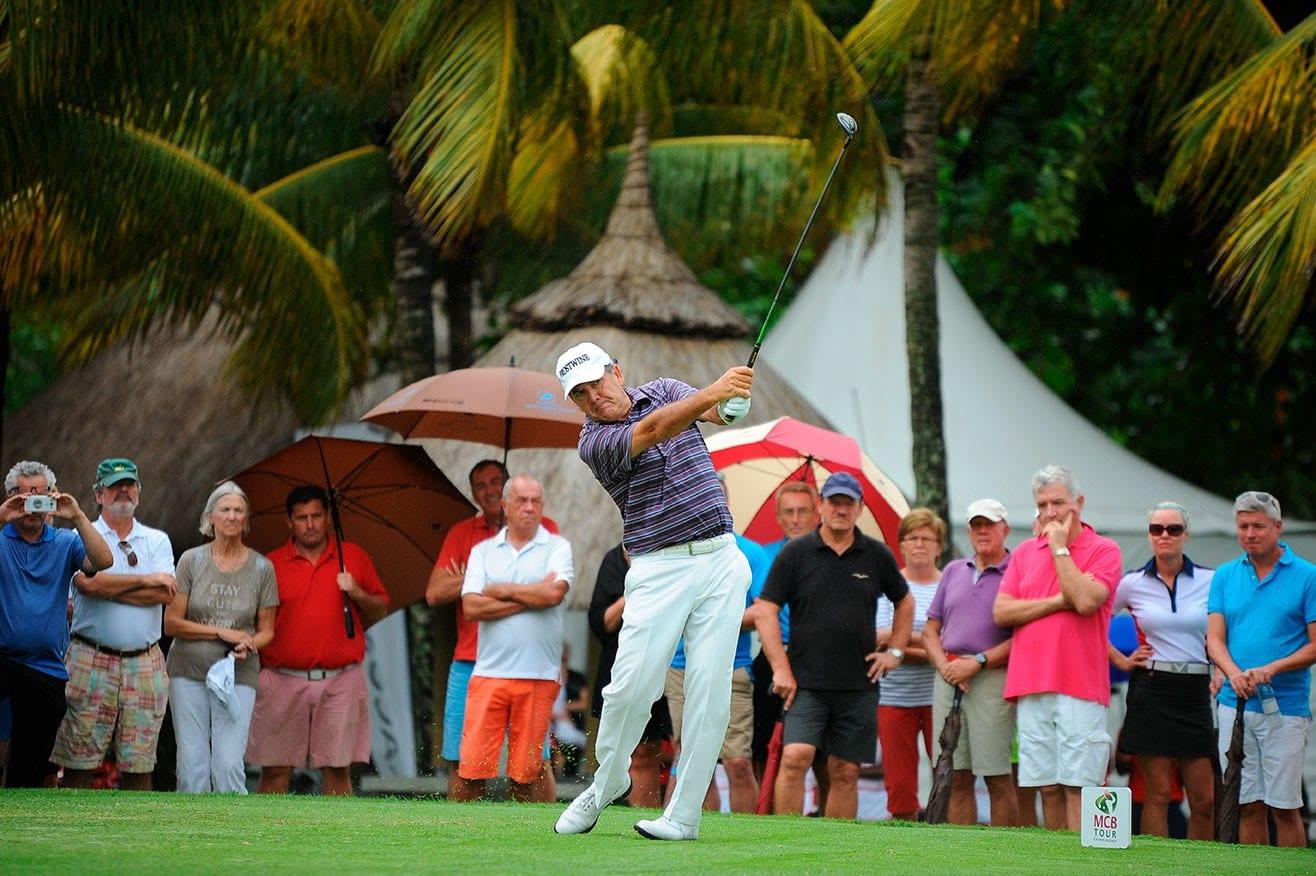 Golf: Phillip Price mène le jeu au MCB Tour Championship