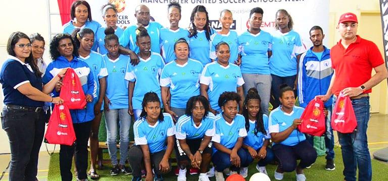 [Vidéo] Canal+ et Emtel obtiennent le soutien de Man U pour une académie de foot locale