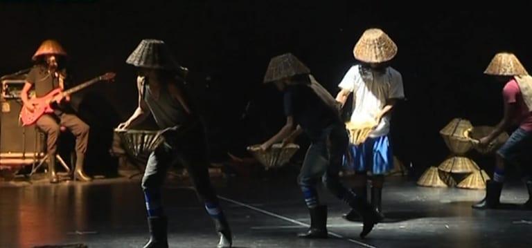 [Vidéo] La danse avec le sel des frères Joseph les propulse en finale à Abidjan