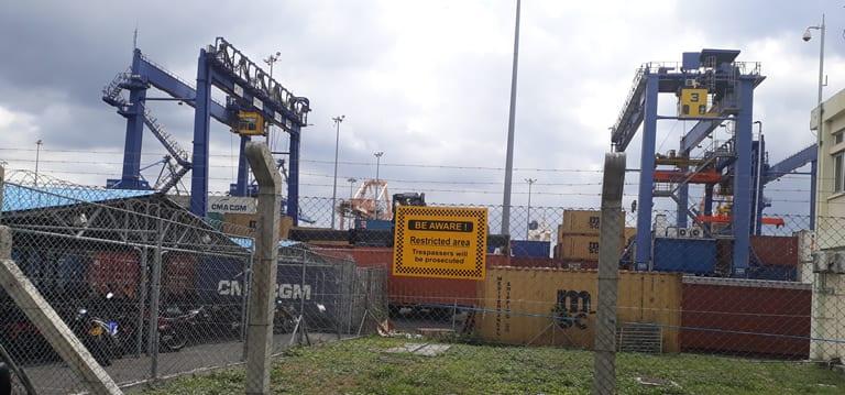 [Audio] A Port-Louis, 7 porte-conteneurs attendent d'être débarqués