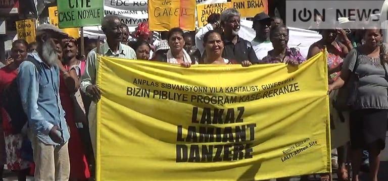 [Vidéo] 400 familles des cités EDC marchent pour exiger le désamiantage de leurs maisons