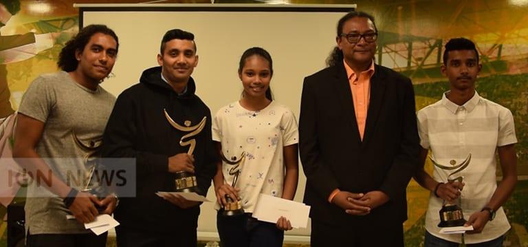 [Video] Les lauréats de Zenes Montre To Talan récompensés