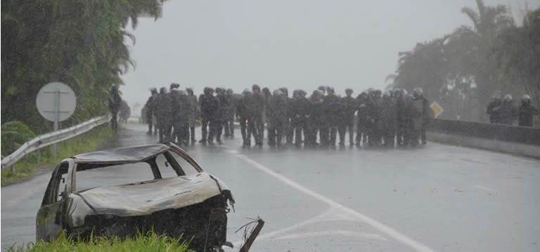 Violences à La Réunion: Neuf convois de cannes incendiés