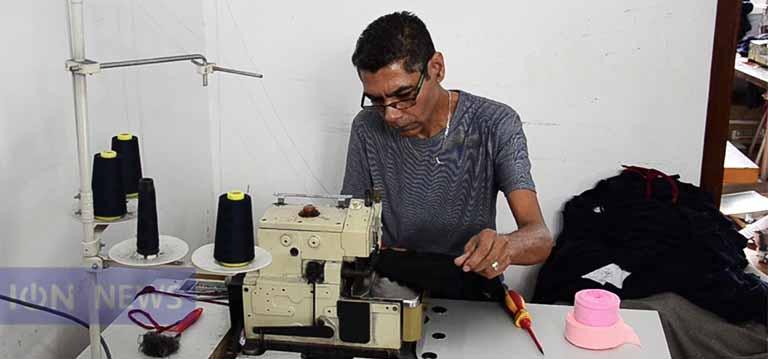 [Vidéo] Josian Lindor: D'ouvrier à entrepreneur, il voit grand dans le textile
