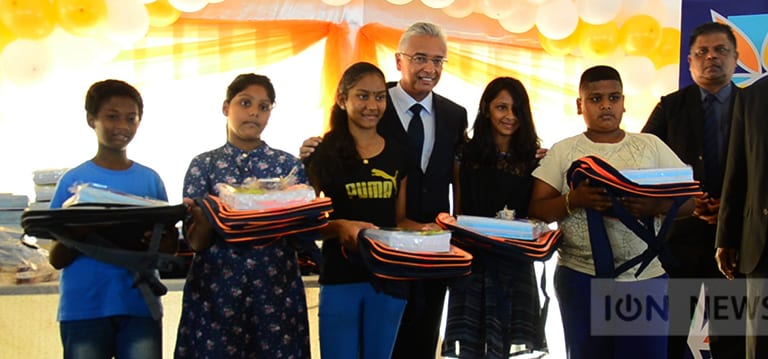[Vidéo] La Mauritius Duty Free Paradise fait des dons dans la circonscription de Pravind Jugnauth