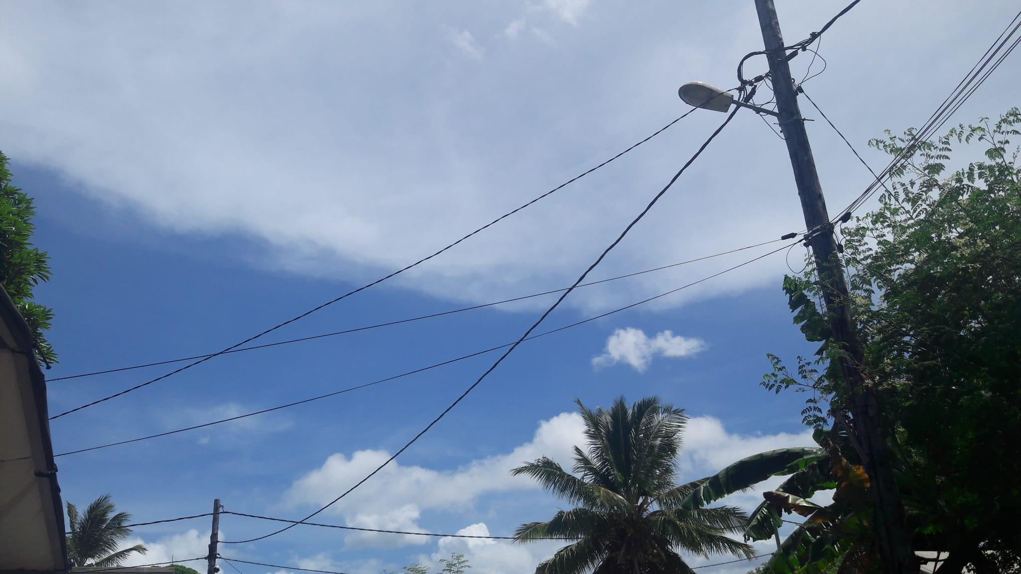 Un temps nuageux le matin et ensoleillé l'après-midi