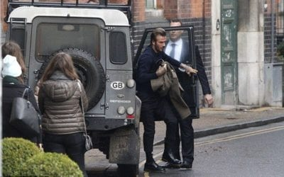 Pris en photo en train d'utiliser son portable au volant, David Beckam se voit retirer son permis