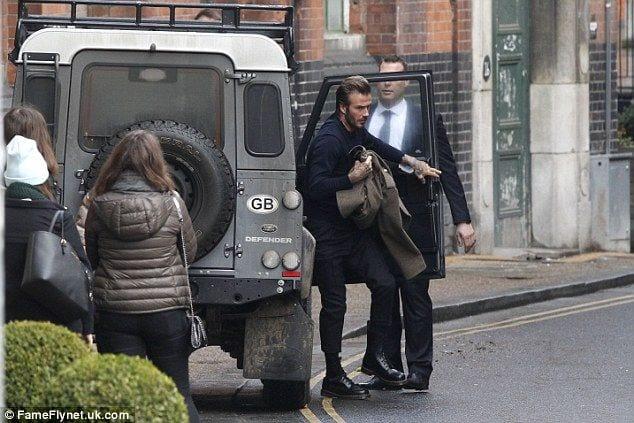 Pris en photo en train d'utiliser son portable au volant, David Beckam se voit retirer son permis