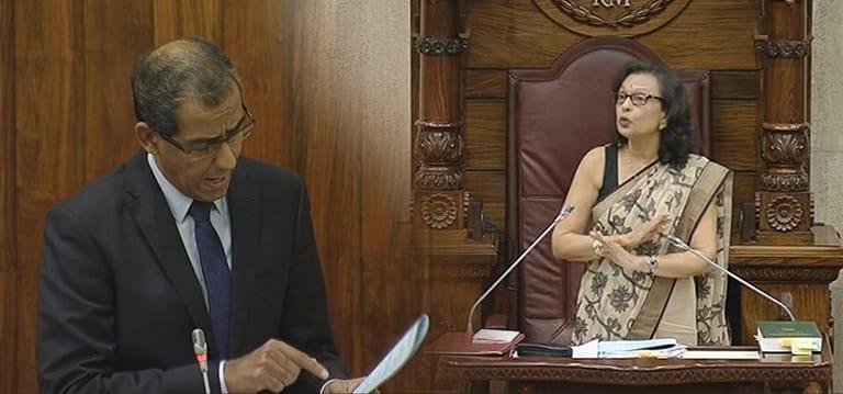 [Vidéo] Osman Mahomed conteste le transfert d'une question, brouhaha dans l'hémicycle