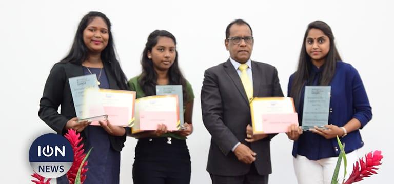 [Vidéo] Entrepreneuriat : Des élèves du collège Prof B. Bissoondoyal récompensées