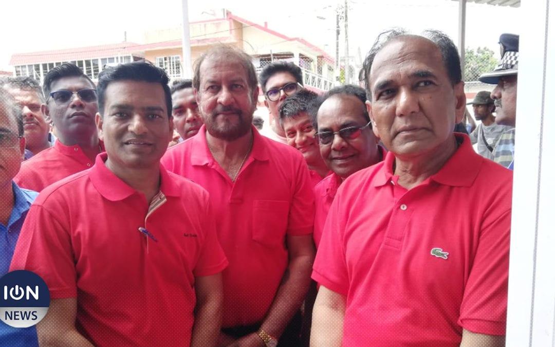 [Live] A Riche-Mare, Anil Bachoo et les deux autres candidats de l'Alliance Nationale remplissent leurs nomination papers