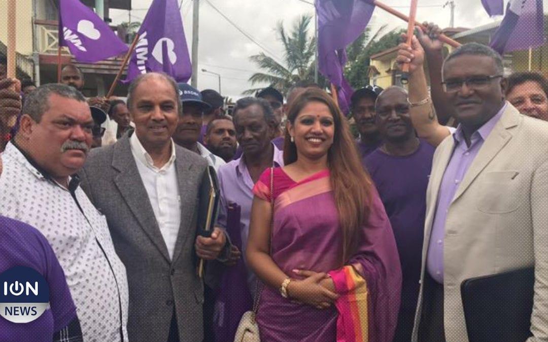 [Vidéo] Au no 8, Parmessur Ramloll, Neera Seeborrun et Govinden Vencatasamy du MMM déposent leurs candidatures