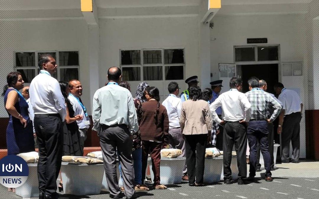 [Vidéo] Vacoas/Floréal : Le dépouillement du scrutin commence pour la circonscription n° 16 à l'école Pandit Kishanath Kisto