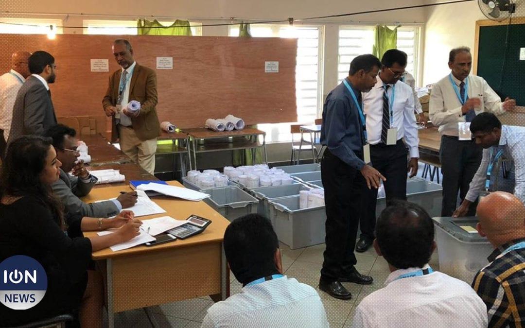 [Vidéo] A l'école Daneshwork Sewraz, le dépouillement des votes de Pamplemousses/Triolet va commencer