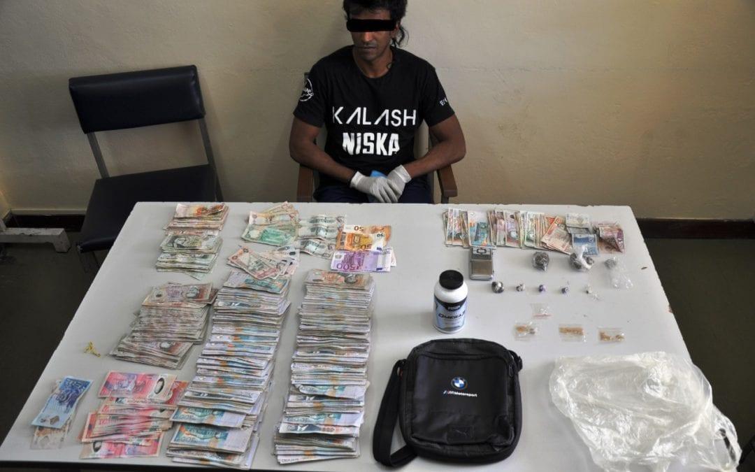 Un Sales Manager pris avec Rs 1,6 million, de l'ecstasy, du gandia, du hashisch et du LSD