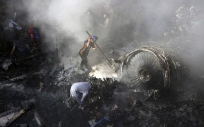 Plus de 80 morts dans le crash d'un avion sur un quartier résidentiel à Karachi