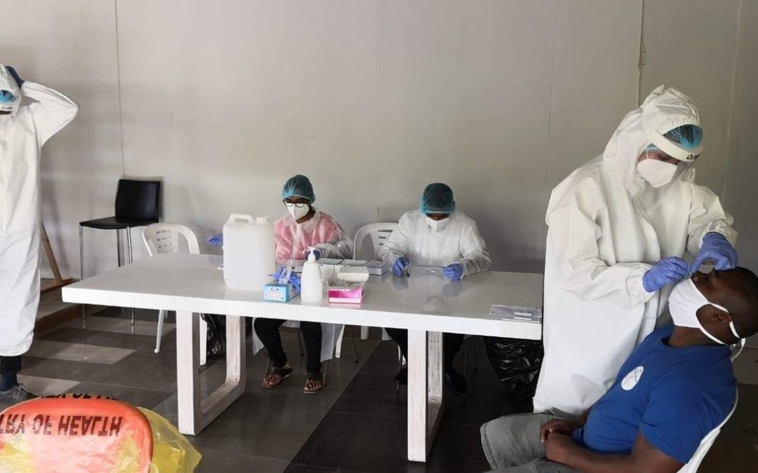 Un membre du personnel médical du ministère de la Santé a été testé positif en quarantaine
