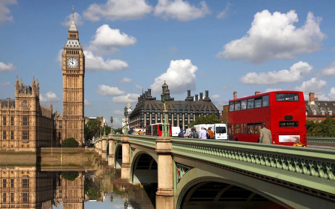 [Monde] Covid-19: le Royaume-Uni déconfine à peine