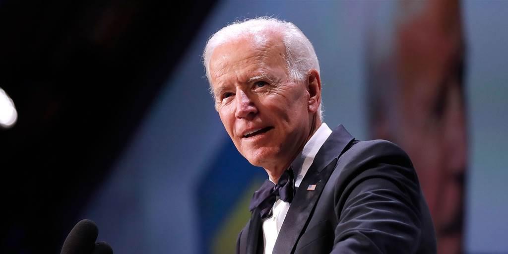 Biden signe l'ordre de mettre fin à l'interdiction de voyager pour les musulmans
