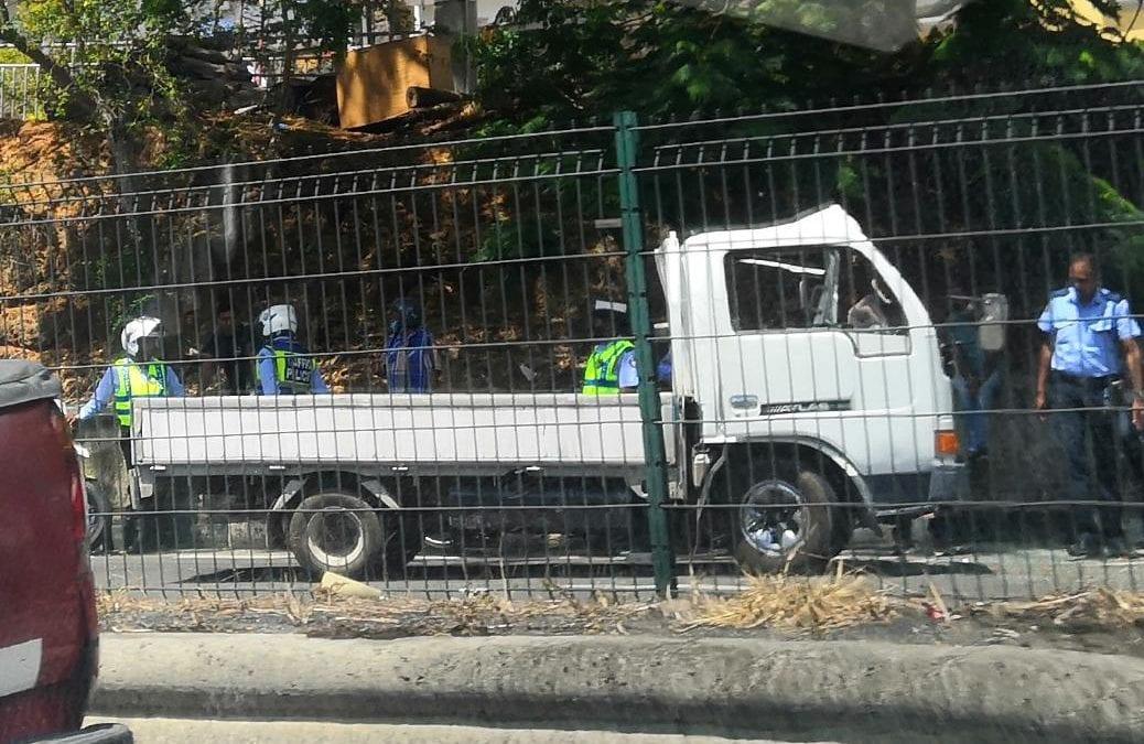 À Pailles : Accident entre un camion et un bus