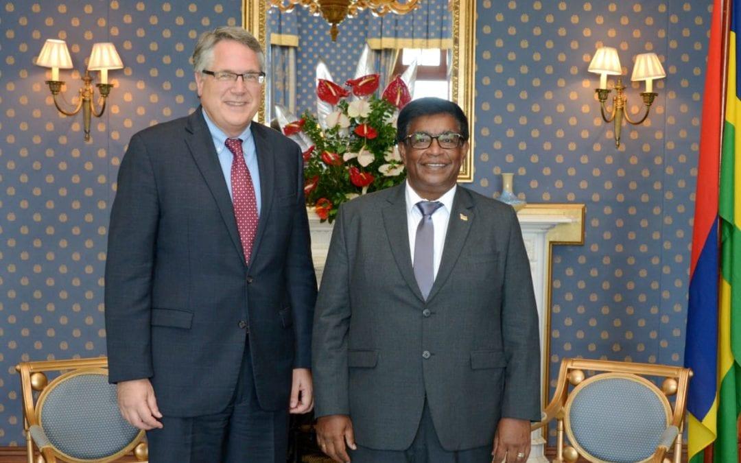 L'ambassadeur des États-Unis fait ses adieux au président de la République