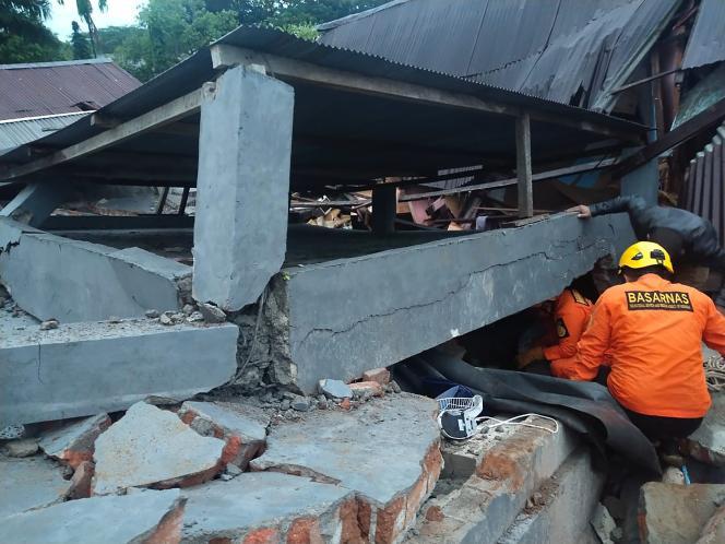 Un fort séisme meurtrier touche l'île de Célèbes en Indonésie