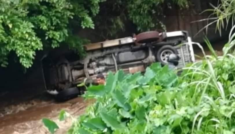 Ripailles : Un véhicule termine sa course dans une rivière