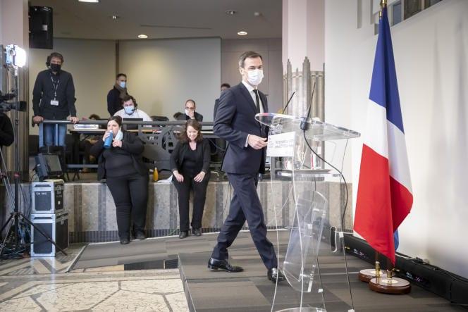 Olivier Véran craint « une vague épidémique encore plus forte que les précédentes »