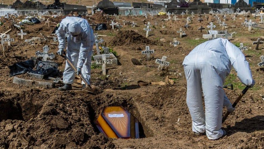 Covid-19 dans le monde : le bilan des morts dépasse celui des soldats américains tués à la seconde guerre mondiale