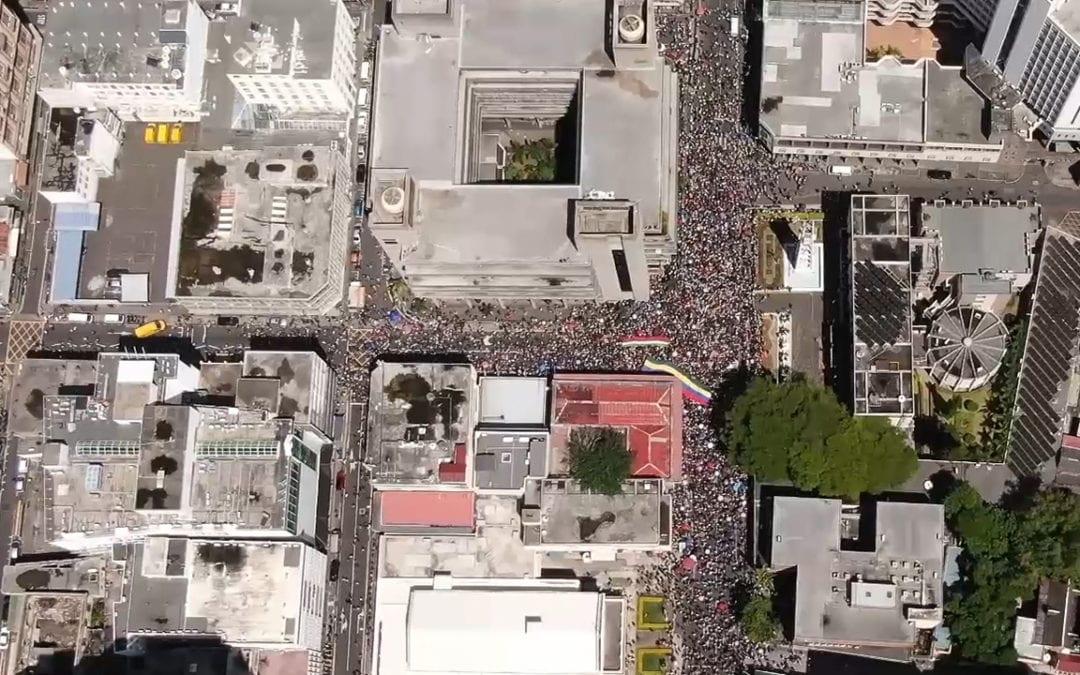 25 000 personnes selon une estimation optimiste à la marche citoyenne d'après ION News