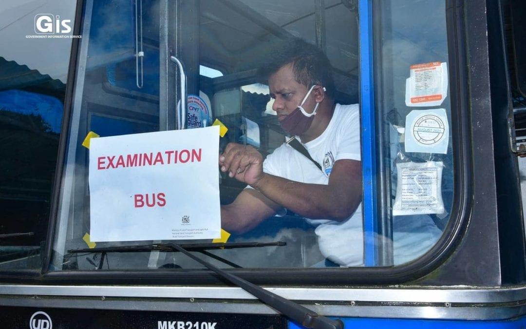 [En images] Inspection des autobus de la CNT : Le ministre Ganoo s'assure des mesures sanitaires avant les examens du SC et du HSC