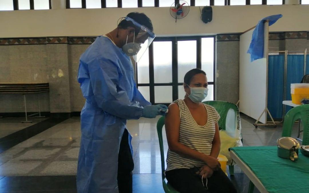[En images] Covid-19 : La campagne de vaccination se poursuit à Taher Bagh pour les détenteurs du WAP