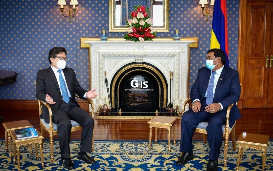 L'ambassadeur de Chine rend une visite d'adieu à Pradeep Roopun