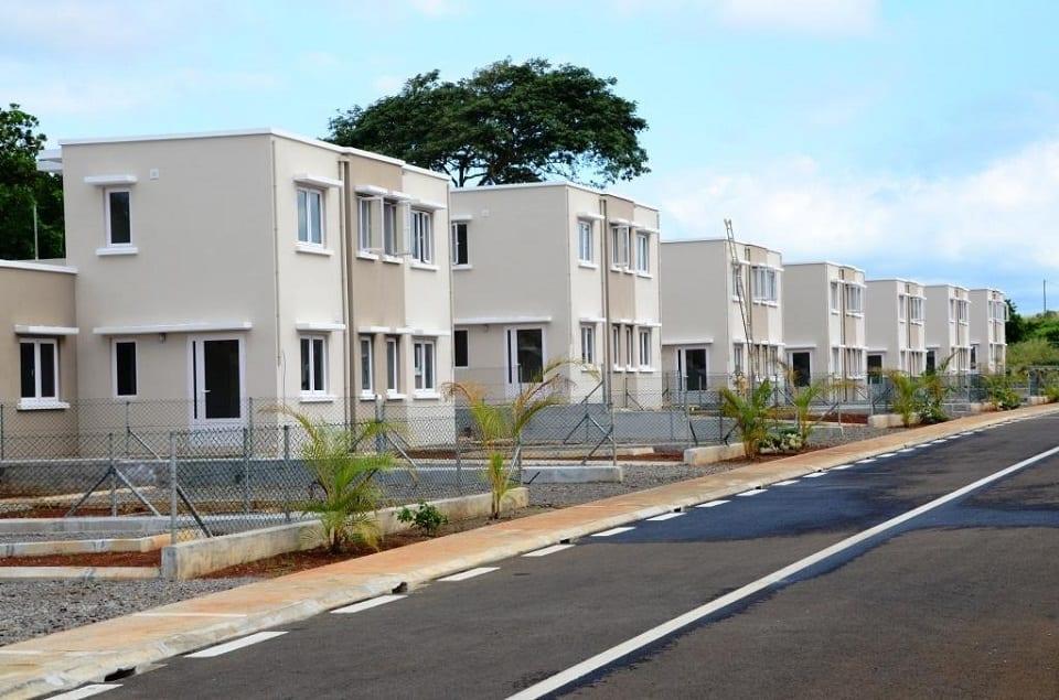 « Mismatch » et avec une « waiting list » de 20 000 maisons