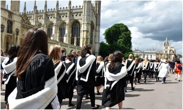 Des élèves de plus de 100 pays passent leurs examens de Cambridge IGCSE et A Level cet été