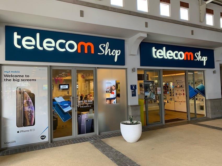 Neuf Telecom Shops ouverts au public