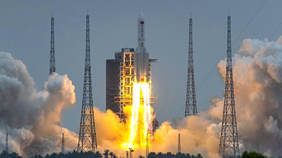 Des débris de fusée chinoise devraient s'écraser sur Terre ce week-end