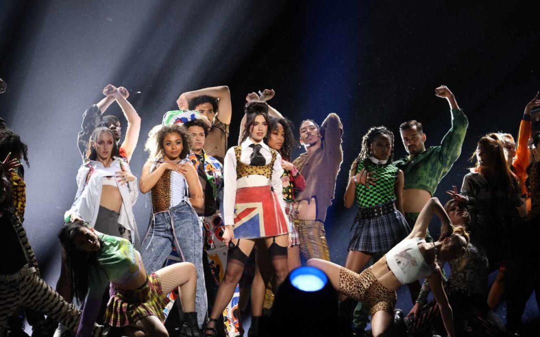 La chanteuse londonienne Dua Lipa sacrée lors de Brit Awards très féminins