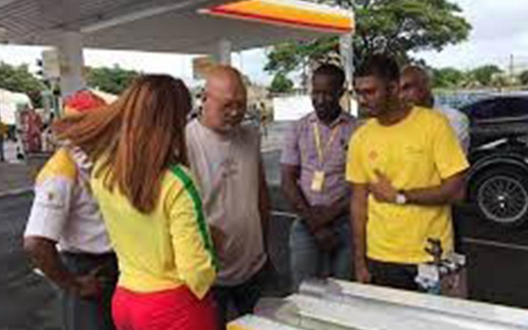 Vivo Energy Mauritius distribue des colis alimentaires à cinquante familles nécessiteuses de Roche-Bois