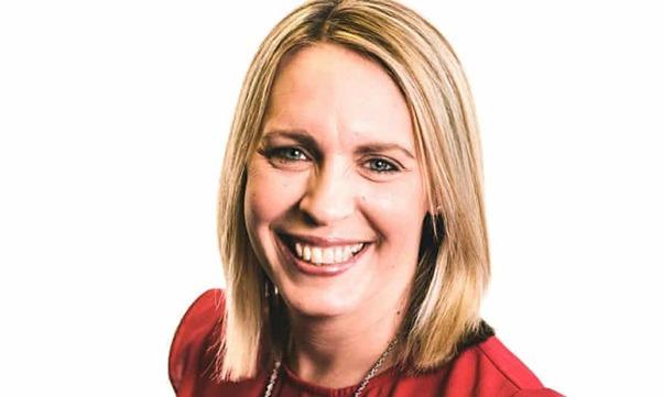 Une présentatrice de la BBC décède de caillots sanguins après sa vaccination