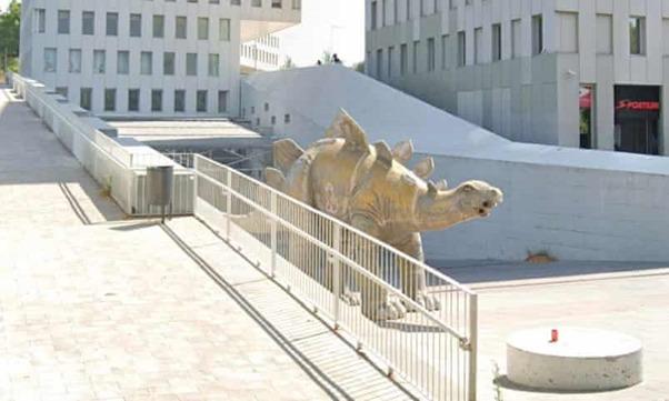 Espagne : Un homme retrouvé mort à l'intérieur d'une statue de dinosaure
